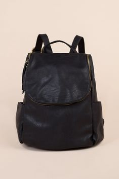 Faux leather backpack with long curved zipper to main compartment, 2 side pockets and back zipper pocket Approximate measurements: x Backpack Purse, Purse Wallet, Fashion Backpack, Cute Mini Backpacks, Cool Backpacks, Diy Handbag, Diy Purse, Big Bags, Cute Bags