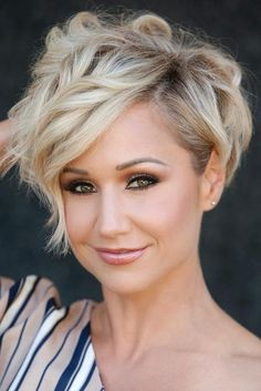 Short Hairstyles For Wavy Hair Prepossessing 20 Cute Short Haircuts For Wavy Hair  Short Hairstyles & Haircuts