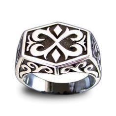 He encontrado este interesante anuncio de Etsy en https://www.etsy.com/es/listing/159903999/medieval-knights-templar-ring-celtic