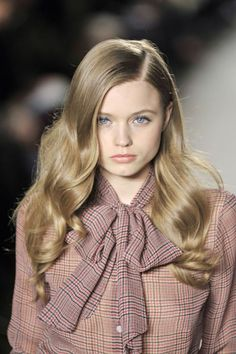 Abbey Lee Kershaw with long glossy hair o modelhair African Hairstyles, Curled Hairstyles, Pretty Hairstyles, Bridal Hairstyles, Headband Hairstyles, Summer Hairstyles, Hairstyle Ideas, Hair Ideas, Catwalk Hair
