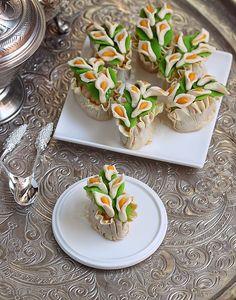 Knidlette fleurie, corbeille aux amandes. Oriental almond pastry