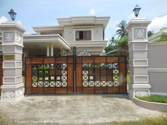 How to choose the best gate design for our home? Here are some of the best as well as simple gate designs for small houses as well as big houses that we have collected specially for you! Iron Main Gate Design, Home Gate Design, Grill Gate Design, House Main Gates Design, Front Gate Design, Small House Design, Door Design, Wall Design, Simple Gate Designs