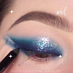 Blue is the cutest color, pair it with some sparkles & you end up with a masterpiece of a look! Smokey Eye Makeup Look, Blue Smokey Eye, Snow Makeup, Glam Makeup, Make Carnaval, Eyeliner, Eyeshadow, Makeup Looks Tutorial, Creative Makeup Looks