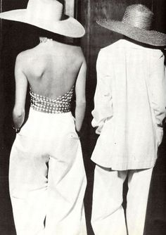 A backless top can be far more alluring than a low neckline - take your cues from this vintage YSL look. Moda Fashion, 70s Fashion, Fashion History, High Fashion, Vintage Fashion, Womens Fashion, Style Fashion, Fashion Music, Fashion Hats