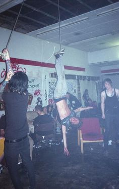 We spoke to Jude Kendall about documenting the capital's squat and punk scene. Cultura Rave, Estilo Punk Rock, Chica Punk, Mode Punk, Teenage Wasteland, Teenage Dirtbag, Grunge Photography, Riot Grrrl, Punk Goth