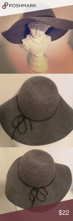 Heather Grey Floppy Hat,  100% Wool Perfect Hat,  Great with Jean, Sweater and Boots. Or that Cute Grey Coat.  Or that Bad Hair Day, just Flop on and Go.  PERFECT CONDITION.  Wonderful Winter Color. Accessories Hats