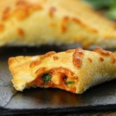 crispy chicken pockets - no dough required I Love Food, Good Food, Yummy Food, Brazilian Dishes, Cooking Recipes, Healthy Recipes, Snacks Für Party, Portuguese Recipes, Snacks