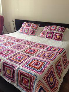 Crochet Projects For The Home Modeller - Diy Crafts Granny Square Crochet Pattern, Afghan Crochet Patterns, Crochet Squares, Crochet Granny, Quilt Patterns, Crochet Bedspread, Crochet Quilt, Crochet Art, Blanket Crochet