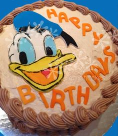 Donald Duck Birthday Cake! Learn how to make it: http://www.emoticakes.com/how-to/donald-duck/