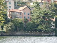 Stupenda villa  sul lago di Como nel paese di George Clooney , villa con grande giardino e darsena.
