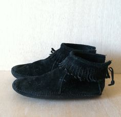 Vintage 1980s Black Suede Minnetonka Mocassin Booties Ankle Boots Womens size 6 by ForestaVintage on Etsy