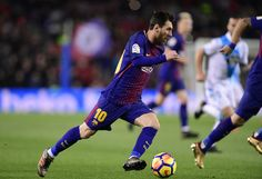 Barcelona's Argentinian forward Lionel Messi runs with the ball during the Spanish league football match FC Barcelona against RC Deportivo de la Coruna at the Camp Nou stadium in Barcelona on December 17, 2017. / AFP PHOTO / JAVIER SORIANO