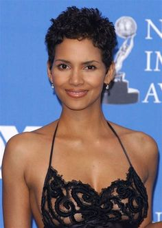 Actress Halle Berry nude pics collection here at LeakedBlack. The ebony beauty shows her tits, ass and more! Halle Berry Pixie, Halle Berry Hot, Halle Berry Height, Pictures Of Halle Berry, Halley Berry, Most Beautiful Hollywood Actress, Femmes Les Plus Sexy, Ebony Beauty, Celebs