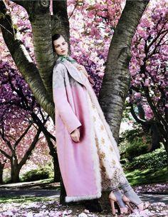 Posing-in-Pink-Bette-Franke-Sharif-Hamza-Vogue-Japan-Aug-2013-2.jpg (648×835)
