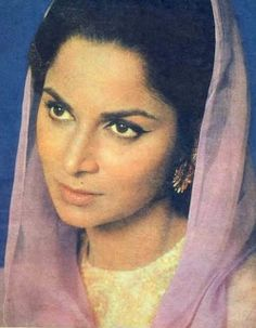 Waheeda Rehman..Heart throb eternally beautiful :)