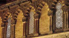 Sinagoga del Tránsito, Toledo - Durante siglos, judíos, musulmanes y cristianos convivieron en las ciudades españolas, desarrollando su cultura, costumbres y religión. Con el itinerario de Caminos de Sefarad conocerá la herencia histórico-artística sefardí que permanece en España. Este viaje le llevará por las intrincadas calles de las juderías; le enseñará los museos que hablan de su pasado, y le descubrirá las antiguas sinagogas y los sitios vinculados a aquellas comunidades hebreas