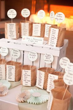 kraft paper bags seating chart http://weddingwonderland.it/2015/03/tableau-de-mariage-da-copiare.html