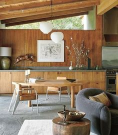 The free-form table by Charlotte Perriand & Directeur chairs by Jean Prouvé & a Stilnovo chandelier. Home of Ellen Degeneres. Ellen Degeneres Home, Mid Century Modern Dining Room, Kitchen Decor, Kitchen Design, Kitchen Ideas, Sweet Home, Inside Home, Cheap Home Decor, Home Decor Accessories