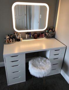 17 organizador de maquiagem e idéias de armazenamento - Zimmer Einrichten - Ikea Vanity, Vanity Room, Vanity Mirrors, Vanity In Closet, Lights Around Mirror, Diy Vanity Mirror With Lights, Makeup Vanity Mirror With Lights, Cute Room Decor, Teen Room Decor