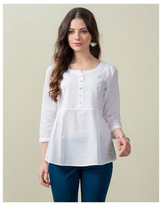 Short Kurti Designs, Simple Kurta Designs, Kurta Designs Women, Cotton Tops For Jeans, Short Tops For Jeans, Kurti With Jeans, Casual College Outfits, Simple Pakistani Dresses, Kurta Cotton