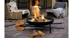 19 Easy and Cheap Fire Pit and Backyard Landscaping Ideas Cheap Fire Pit, Diy Fire Pit, Fire Pit Backyard, Parrilla Exterior, Outdoor Fire, Outdoor Decor, Outdoor Lighting, Outside Fire Pits, Fire Pit Materials