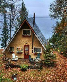 Cómo no apetecería construir una pequeña Cabaña con todos los placeres de vivir en plana Naturaleza y si al lado tenemos un bonito lago Maravilloso 💝💝💝🌅🏡🗻💝💝💝