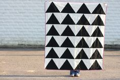 Noodlehead: black + white quilt from jenib's tute Black And White Quilts, Black White, Quilt Patterns, Sewing Patterns, Blanket Patterns, Quilting Ideas, Flag Quilt, Flying Geese Quilt, Quilt Tutorials