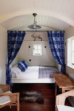 Love the Welsh blanket curtains, would be great for bunks. Tiny House Cabin, Tiny House Living, Tiny House Design, Tiny Houses, Small Space Living, Small Spaces, Living Spaces, Shepherds Hut, Box Bed
