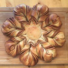 Schon lange wollten wir mal dieses dekorative Brot ausprobieren. Sieht toll aus und schmeckt auch toll! Zutaten: 500 g helles Weizenmehl 1/2 Würfel Hefe 250 ml Sojamilch (oder andere Pflanzenmilch)…