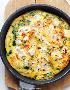Sun-Dried Tomato and Kale Frittata - Egg Nutrition Center Cooking Recipes, Healthy Recipes, Baked Chicken Recipes, Food Photo, Breakfast Recipes, Good Food, Easy Meals, Food And Drink, Healthy Eating