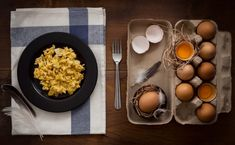 How to make scrambled eggs perfect and fluffy every time instead of a rubbery mess. Cooking Tips, Cooking Recipes, Breakfast Recipes, Dinner Recipes, Food Facts, Scrambled Eggs, Soups And Stews, Meal Prep, Food Porn