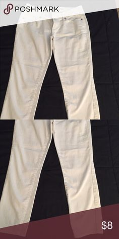 Mossimo white crop pant. Mossimo white crop pant. Great condition. Mossimo Supply Co Pants Ankle & Cropped