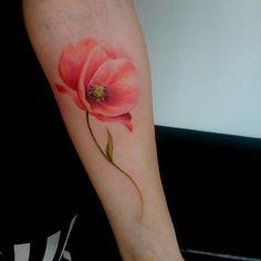 Poppy tattoo #colouroutline#poppytattoo#lunaquintero