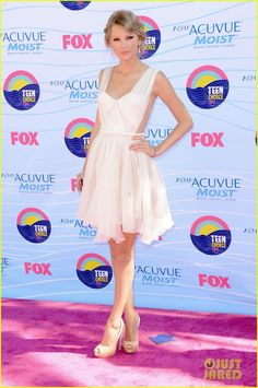 Taylor Swift - Teen Choice Awards 2012 Red Carpet. Taylor wore a Maria Lucia Hohan dress, Lorraine Schwartz jewels, Prada shoes, and an Edie Parker clutch.