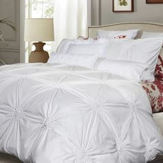 Shop QE Home   Quilts Etc. for exclusive luxury linens, bedding collections & duvet covers created by our in-house designers. Traditional bedding designs to boutique hotel looks, find styles and colours that perfectly coordinate with your bedroom.