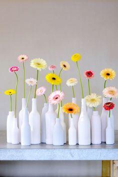 The 10 Secrets of The Gerbera . Vase Crafts, Bottle Crafts, Diy Crafts, Wedding Centerpieces, Wedding Decorations, Tall Centerpiece, Deco Floral, Floral Design, Bottle Vase