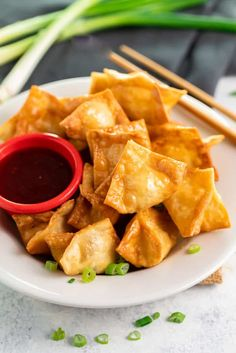 Crispy Crab Rangoon Crispy wontons are baked or fried to golden perfection and filled with an easy cream cheese Crab Rangoon filling. Plus, they're easy to make ahead of time for seamless entertaining! Wonton Recipes, Crab Recipes, Asian Recipes, Appetizer Recipes, Appetizer Ideas, Chinese Recipes, Easy Recipes, Dinner Recipes, Crab Ragoon Recipe