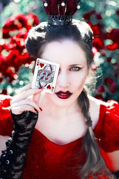 Alice in wonderland - The Queen of Hearts & A Mad Tea-Party by Miriam Peuser.