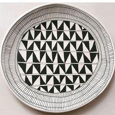 Solo. Suzan Sullivan ceramics Suzanne Sullivan Ceramics, Black And White Dishes, Pottery Plates, Ceramic Painting, Surface Design, Tablescapes, Glass Art, Decorative Plates, Creations