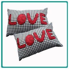 Almofada Love em tecido 100% algodão. R$50,00