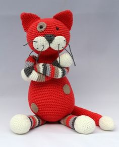 Stip & Haak - Kater In Crochet cat. Pattern is .3.95 Euro. available in English right click to translate page.