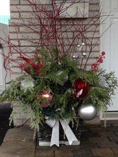Composition florale noel decoration bouleau pinterest for Composition florale exterieur hiver