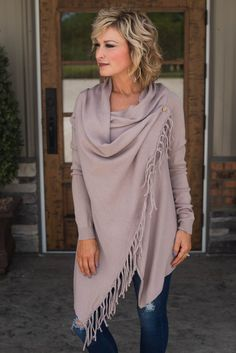 Alley Cross Over Fringe Cardigan Alley Cross Over Fringe Cardigan Related Short Hair Styles For Women Over 50 Fall Fashion Outfits, 50 Fashion, Plus Size Fashion, Autumn Fashion, Fashion Trends, Glamour Farms, Fringe Cardigan, Vestido Casual, Fashion For Women Over 40