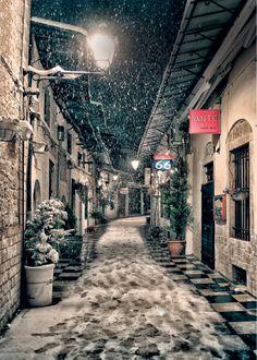 Στοά Λιάμπεη - Ιωάννινα (φωτό: Παναγιώτης Μανούσης) Beautiful Islands, Beautiful Places, Beautiful Pictures, Christmas Town, Winter Magic, Quebec City, Thessaloniki, Greece Travel, Athens
