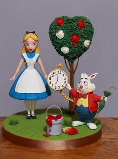 Ideas For Cake Art Disney Alice In Wonderland Alice In Wonderland Figurines, White Rabbit Alice In Wonderland, Alice In Wonderland Cakes, Alice In Wonderland Birthday, Decors Pate A Sucre, Cupcake Cakes, Cupcakes, Fondant Toppers, Disney Cakes