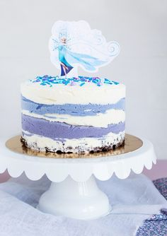 Blueberry and vanilla ice cream cake with a Frozen theme. Diy Ice Cream Cake, Ice Cream Party, Vanilla Ice Cream, Vanilla Cake, 3rd Birthday Parties, Birthday Cake, Birthday Ideas, Frozen Theme, Anna Frozen