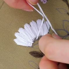 Completly obsessed with this Knot technique by Hand Embroidery Videos, Embroidery Stitches Tutorial, Embroidery Flowers Pattern, Sewing Stitches, Hand Embroidery Designs, Embroidery Techniques, Embroidery Kits, Crewel Embroidery, Embroidered Flowers