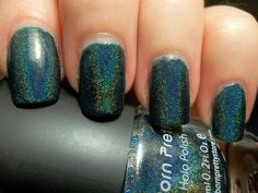 Born Pretty Store Holo #12 http://must-stash-em.blogspot.com/2013/11/holo-back-girl.html