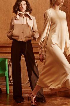 http://www.vogue.com/fashion-shows/pre-fall-2017/chloe/slideshow/collection