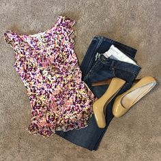 Beautiful Spring Top! Like new condition!! Always ships within 24 hours! Bundle to save! Diane von Furstenberg Tops Blouses